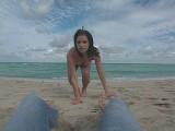 Vidéo porno mobile : Mia me met la bite sous pression